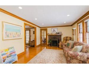 41 Lindbergh living room