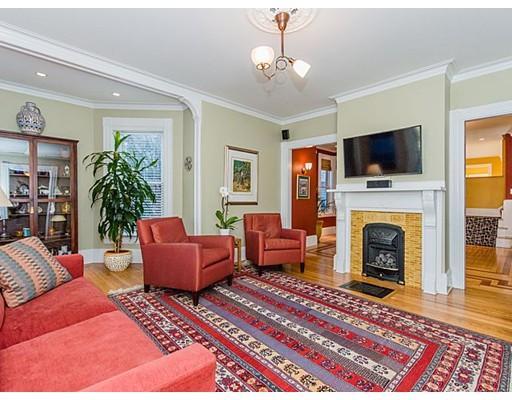 61 Eddy living room